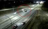 Máy bay hạ cánh khẩn cấp trên đường cao tốc