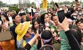 Người dân xứ Thanh chào đón Hoa hậu Đỗ Thị Hà lần đầu trở về sau đăng quang