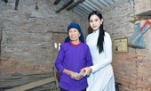 Hoa hậu Đỗ Thị Hà đến thăm những mảnh đời kém may mắn ngay sau khi về thăm quê