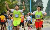 Hàng nghìn người chạy marathon trên bờ vịnh Hạ Long