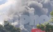 Khói lửa nhấn chìm 2 nhà xưởng ở Bình Dương