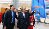Thủ tướng Nguyễn Xuân Phúc ấn tượng với triển lãm 'Tôi yêu Tổ quốc tôi'