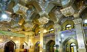 Choáng ngợp với vẻ lộng lẫy của nhà thờ được khảm bằng ngọc và thủy tinh