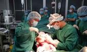 Nối bàn chân bị đứt lìa của người đàn ông 50 tuổi nhờ kích hoạt báo động đỏ