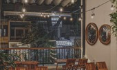 Hẹn hò cuối tuần: Café dành cho fangirl Hà Anh Tuấn hay café rooftop ngắm mây trời?