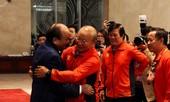Hai đội tuyển bóng đá dự lễ mừng công của Thủ tướng