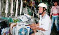 Hàng chống nóng bình dân đắt hàng dù tăng giá 25%