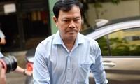 'Né' báo chí, Nguyễn Hữu Linh chạy vội vào nhà vệ sinh khi đến tòa