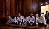 Nguyên Tổng giám đốc Sapharco - Bị cáo Phan Anh Kiệt (phải sang) tại phiên tòa. Ảnh: Tân Châu