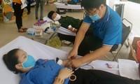 Cán bộ Đoàn viên, Thanh niên Tây Ninh tham gia hiến máu cứu người.