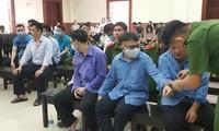 Các bị cáo tại phiên tòa chiều nay 18/5. Ảnh: Tân Châu
