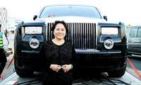 Bà Dương Thị Bạch Diệp cạnh 'siêu xe' từng gây 'đình đám' dư luận.