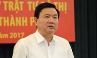 Cơ quan chức năng di lý ông Đinh La Thăng đang tạm giam từ Hà Nội vào TPHCM để xét xử.