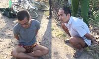 2 phạm nhân trốn trại thời điểm bị cảnh sát bắt giữ. Ảnh: CA