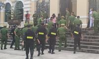 An ninh thắt chặt buổi tuyên án chiều nay 29/1. Ảnh: T.M