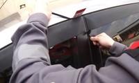 Mẹo mở cửa ôtô khi quên chìa khóa