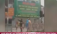 2 thanh niên vượt đèn đỏ bị CSGT phạt bằng 'chiêu độc lạ'
