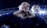HLV Park Hang-seo cùng học trò đi quanh sân Mỹ Đình để cảm ơn