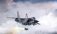 Tiêm kích đánh chặn MiG-31BM phóng tên lửa siêu vượt âm Kh-47M2 Kinzha