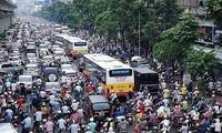 Vì sao Hà Nội thí điểm cấm xe máy trên đường Nguyễn Trãi, Lê Văn Lương?