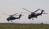 Phi công trực thăng Nga nã pháo, phóng rocket khi so tài ở Crimea