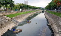 Nước sông Tô Lịch đổi màu sau nửa tháng sử dụng công nghệ Nhật Bản