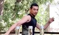 Triệu Văn Trác bật 3 nắp chai bằng một cú đá