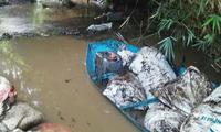 Hiện trường nơi nhiễm dầu thải nghi ảnh hưởng nguồn nước sạch tại Hà Nội