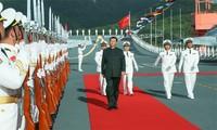 Chủ tịch Trung Quốc Tập Cận Bình lên tàu sân bay Sơn Đông