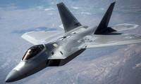 Không quân Mỹ tiếp nhiên liệu cho 'chim ăn thịt' F-22 Raptor
