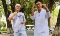 Vũ điệu rửa tay phiên bản hai bác sĩ Việt Nam