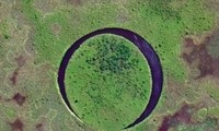 Hòn đảo tròn di chuyển trong lòng hồ suốt 20 năm
