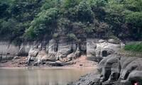 Tượng Phật 1.300 tuổi bất ngờ xuất hiện trên mặt hồ