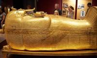 Nhìn gần quan tài vàng của pharaoh Tutankhamun