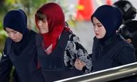 Đoàn Thị Hương bị dẫn ra tòa. (Ảnh: Reuters)