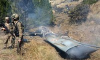 Hiện trường chiếc máy bay Ấn Độ bị Pakistan bắn rơi trong cuộc không chiến gần đây. (Ảnh: BBC)