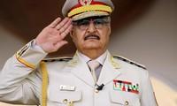 Tướng Khalifa Haftar trong một lễ duyệt binh ở Benghazi vào tháng 5/2018. (Ảnh: CNN)