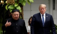 Tổng thống Mỹ Donald Trump và Chủ tịch Triều Tiên Kim Jong Un trong cuộc gặp ở Hà Nội. (Ảnh: Reuters)