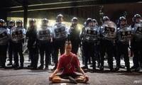 Cảnh sát Hong Kong ra quân đối phó với người biểu tình hôm 9/6. (Ảnh: AFP)