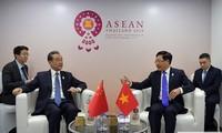 Phó Thủ tướng Phạm Bình Minh và Uỷ viên Quốc vụ Trung Quốc Vương Nghị tại cuộc gặp. (Ảnh: BNG)