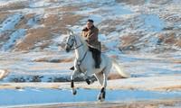 Một bức ảnh ông Kim Jong Un cưỡi ngựa trắng trên núi Paektu được KCNA đăng tải