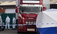 Hiện trường phát hiện chiếc xe tải chứa 39 thi thể trong thùng đông lạnh. (Ảnh:CNN)