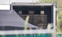 Bên trong chiếc xe tải nơi phát hiện 39 thi thể ở Essex. (Ảnh: The Sun)