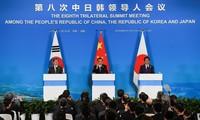 Lãnh đạo 3 nước Trung Quốc, Nhật Bản và Hàn Quốc trong cuộc họp báo chung ngày 24/12. (Ảnh: Reuters)