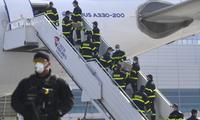 Một chuyến hàng y tế được Trung Quốc chuyển đến CH Czech hôm 20/3. (Ảnh: AP)