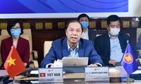 Thứ trưởng Nguyễn Quốc Dũng chủ trì hội nghị. (Ảnh: Mofa)