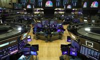 Bên trong sàn chứng khoán New York ngày 19/3. (Ảnh: Reuters)