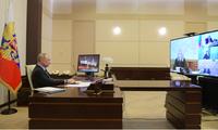 Tổng thống Nga Vladimir Putin trong cuộc họp trực tuyến ngày 13/4. (Ảnh: EPA