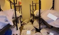 Các thi thể nằm ngổn ngang trong một phòng của bệnh viện Sinai-Grace. (Ảnh: CNN)