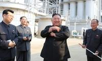 Ông Kim Jong Un dự lễ khánh thành một nhà máy phân bón gần đây. (Ảnh: Reuters)